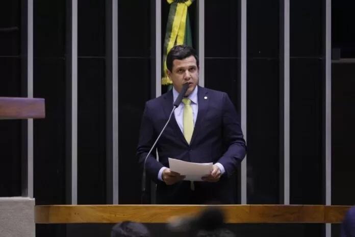 Deputado Renato Queiroz relata projeto que garante recursos para combater Covid-19 em Estados e Municípios
